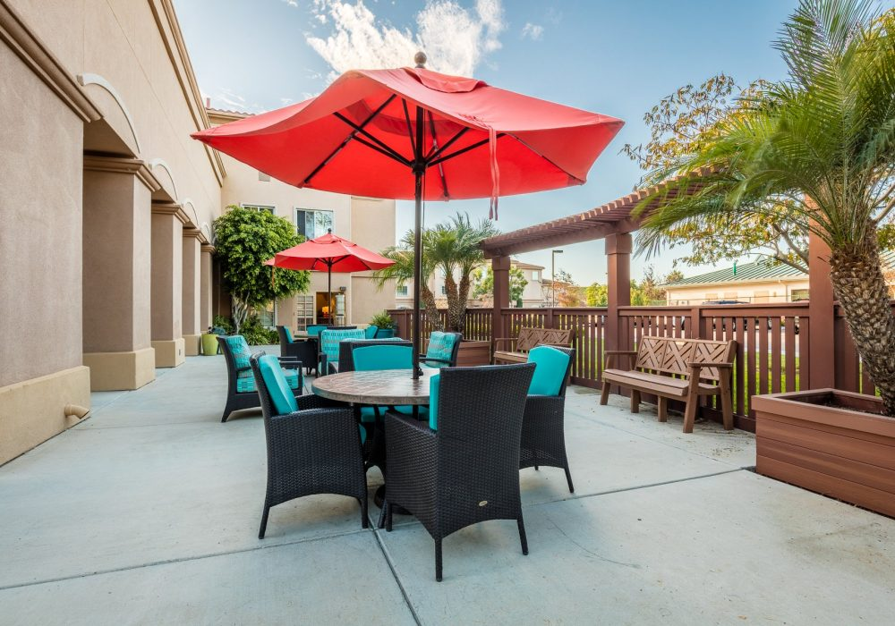 Outdoor Dining - Fairwinds - Ivey Ranch Retirement Community
