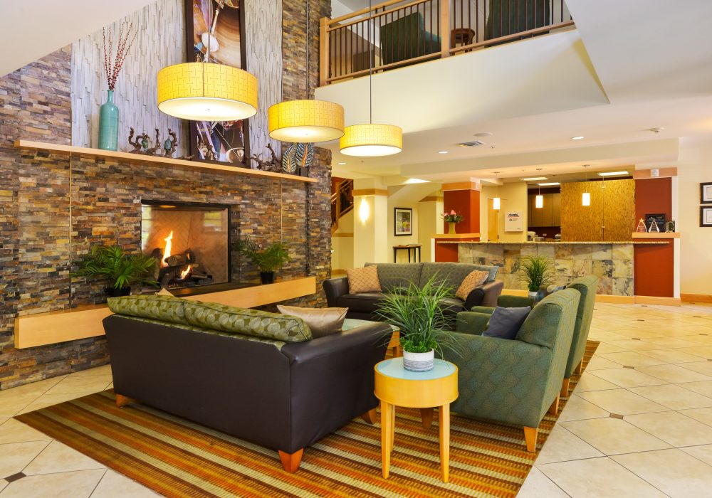 Common Room - The Carillon at Boulder Creek Senior Living
